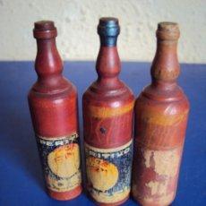 Juguetes antiguos y Juegos de colección: (PUB-200213)LOTE DE TRES BOTELLAS PROPAGANDA APERITIVO ROSSI CONTENIENDO DADOS EN HUESO. Lote 195463835