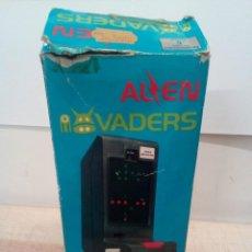 Juguetes antiguos y Juegos de colección: E3860 MAQUINA ALIEN INVADERS AÑOS 80 FUNCIONA. Lote 195545625