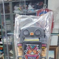 Juguetes antiguos y Juegos de colección: MUY DIFICIL PLUMIER ROBOT CON FUNCIONES JUYPAL A ESTRENAR AÑOS 80. Lote 195547733