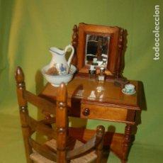 Juguetes antiguos y Juegos de colección: TOCADOR ANTIGUO CON SILLA Y COMPLEMENTOS. Lote 197459645