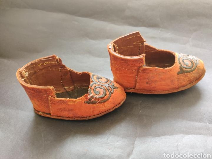 Juguetes antiguos y Juegos de colección: Zapatos antiguos de piel para muñeca grande - Foto 3 - 199368098