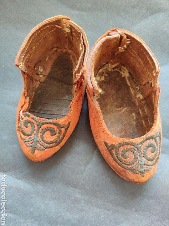 ZAPATOS ANTIGUOS DE PIEL PARA MUÑECA GRANDE (Juguetes - Vestidos y Accesorios Muñeca Extranjera Antigua)