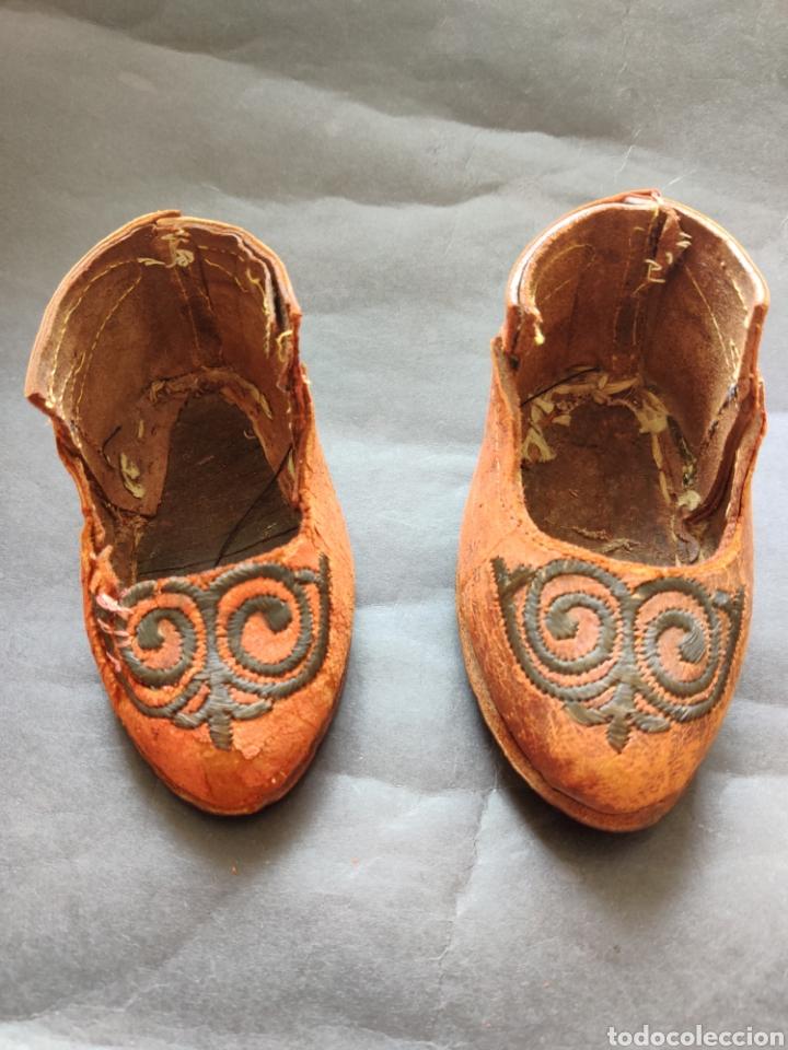Juguetes antiguos y Juegos de colección: Zapatos antiguos de piel para muñeca grande - Foto 2 - 199368098
