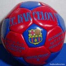 Juguetes antiguos y Juegos de colección: PELOTA DE FÚTBOL CLUB BARCELONA FIRMADO POR LOS JUGADORES.LAUDRUP,NADAL, ETC.. Lote 199954451
