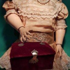 Brinquedos antigos e Jogos de coleção: PRECIOSO Y ANTIGUO NECESER TERCIOPELO PARA MUÑECA FF.SGXIX.. Lote 203208788