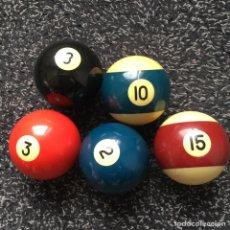 Juguetes antiguos y Juegos de colección: CINCO BOLAS DE BILLAR AMERICANO NÚMEROS 2, 3, 8, 10 Y 15. POOL. Lote 204492027