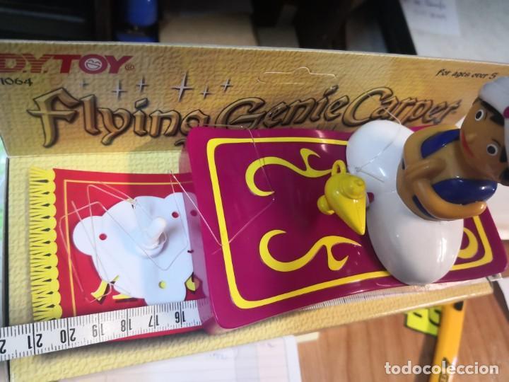 Juguetes antiguos y Juegos de colección: Muñeco tipo Aladin con alfombra para techo Flying Genie giratoria alrededor - Foto 3 - 205159443