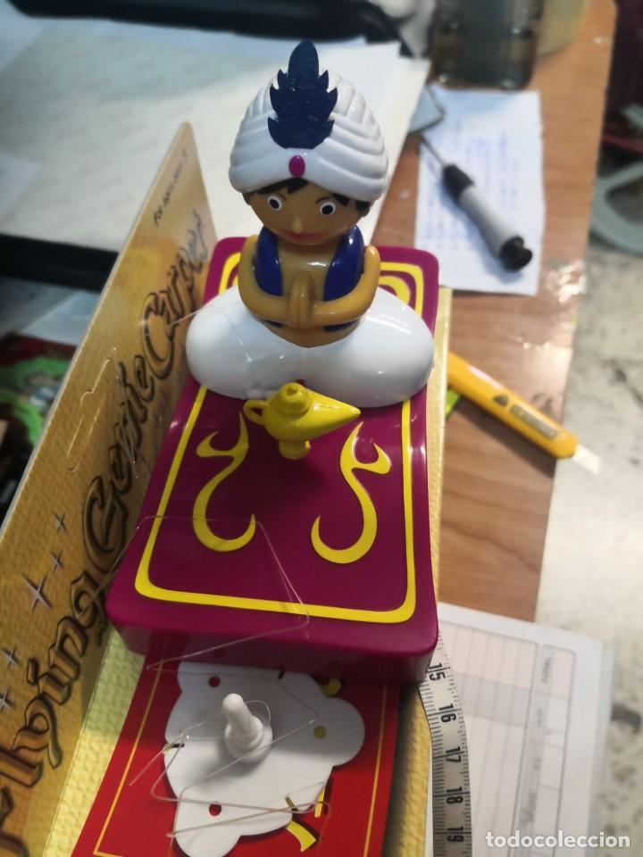 Juguetes antiguos y Juegos de colección: Muñeco tipo Aladin con alfombra para techo Flying Genie giratoria alrededor - Foto 4 - 205159443