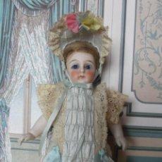 Brinquedos antigos e Jogos de coleção: CONJUNTO DE ESTILO FRANCÉS PARA MIGNONETTE EN SEDA NATURAL Y ENCAJES, HECHO A MANO. Lote 207808563