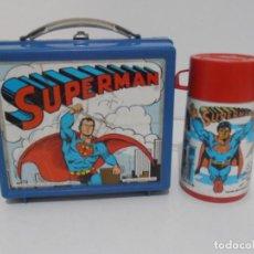 Juguetes antiguos y Juegos de colección: FIAMBRERA CABAS ANTIGUO PLASTICO CON TERMO, SUPERMAN, POP TOY ALADDIN, DC COMICS 1976 ENGLAND. Lote 209370606
