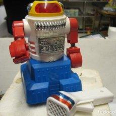 Juguetes antiguos y Juegos de colección: ROBOT ELECTRONIC SONIC CON CONTROL A DISTANCIA SOMA. Lote 217826120