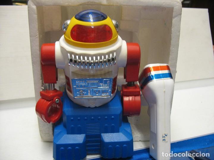 Juguetes antiguos y Juegos de colección: robot electronic sonic con control a distancia soma - Foto 8 - 217826120