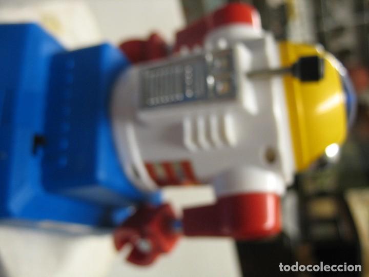 Juguetes antiguos y Juegos de colección: robot electronic sonic con control a distancia soma - Foto 9 - 217826120