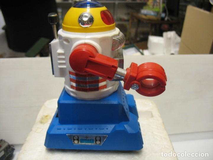 Juguetes antiguos y Juegos de colección: robot electronic sonic con control a distancia soma - Foto 10 - 217826120