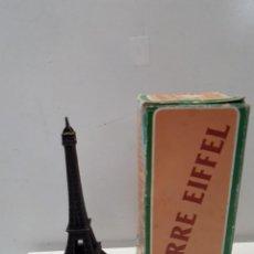 Juguetes antiguos y Juegos de colección: ANTIGUO SACAPUNTAS / AFILALAPICES MARCA EMB - JUGUETES MARTI, MODELO: 1048- TORRE EIFFEL - CON CAJA. Lote 193211762