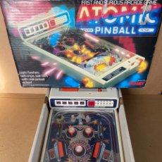 Juguetes antiguos y Juegos de colección: ATOMIC PINBALL FLIPPER DE TOMY (BIZAC) JUEGO EN CAJA. Lote 224740800