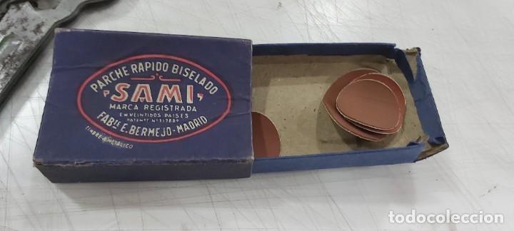 Juguetes antiguos y Juegos de colección: ANTIGUA MALETIN PARA REPARA BICILETAS HERRAMIENTAS PARA LA BICICLETA - Foto 4 - 226802980