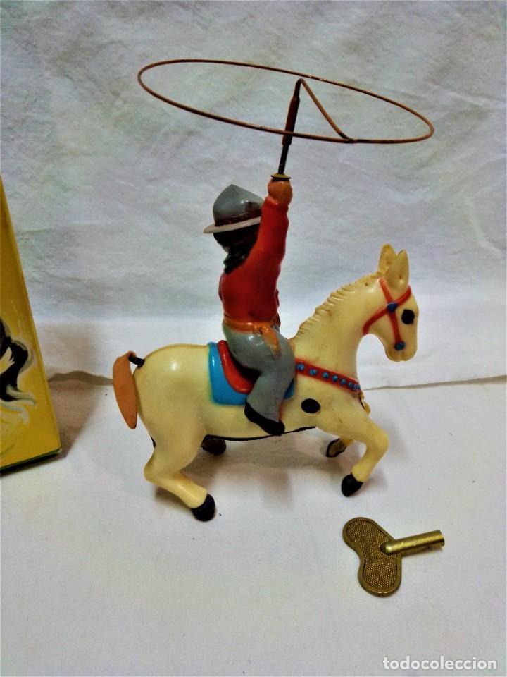 Juguetes antiguos y Juegos de colección: POTRO SALVAJE.DE JUGUETES PAYA.A CUERDA.EN FUNCIONAMIENTO.AÑOS 50.VER DESCRIPCIÓN Y FOTOGRAFIAS. - Foto 2 - 231210655