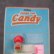Juguetes antiguos y Juegos de colección: JUEGA CON CANDY JUYPAL PIN Y PON AÑOS 80 MUÑECA + COMPLEMENTOS COCINA NUEVA. Lote 233122695