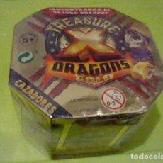 Juguetes antiguos y Juegos de colección: TREASURE DRAGONS DORADO CAJA BLISTER PRECINTADO CAZADORES MONSTRVOS ESPACIO LEER. Lote 235149160