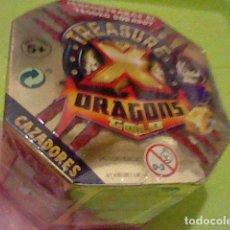 Juguetes antiguos y Juegos de colección: TREASURE DRAGONS DORADO CAJA BLISTER PRECINTADO CAZADORES MONSTRVOS ESPACIO LEER **. Lote 235150635