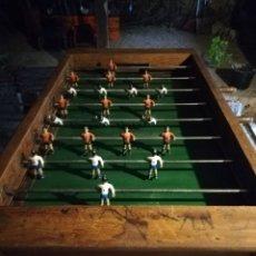 Giocattoli antichi e Giochi di collezione: FUTBOLÍN ANTIGUO DE MADERA CON JUGADORES DE HIERRO (PERFECTO ESTADO) NO SE ENVÍA (VER DESCRIPCIÓN). Lote 235612210