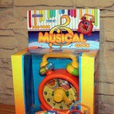 Juguetes antiguos y Juegos de colección: RELOJ MUSICAL A CUERDA - SUPERTOYS - NUEVO A ESTRENAR Y EN SU CAJA ORIGINAL. Lote 240237045