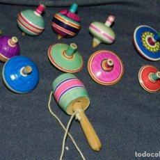 Juguetes antiguos y Juegos de colección: (BF) LOTE DE 12 PEONZAS DE MADERA AÑOS 70/80, 4CM, BUEN ESTADO. Lote 240473240