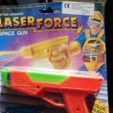 Juguetes antiguos y Juegos de colección: ANTIGUA PISTOLA LASER FORCE SPACE GUN - KIOSKO BARATIJA AÑOS 80 - NUEVA. Lote 243252015