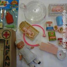 Juguetes antiguos y Juegos de colección: HOSPITAL INFANTIL. LOTE JUGUETES. MUÑECOS Y ACCESORIOS. VER FOTOS. Lote 243863820
