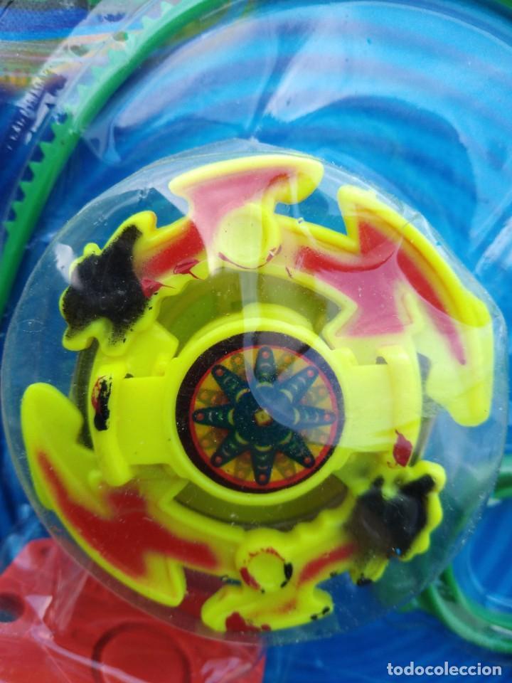 Juguetes antiguos y Juegos de colección: blister beyblade lanzador más peonza - Foto 3 - 256067140