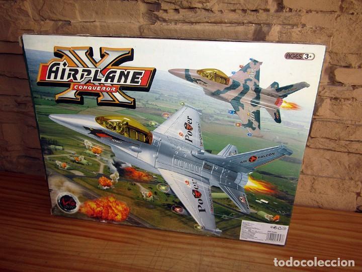 Juguetes antiguos y Juegos de colección: AIRPLANE X CONQUEROR - AVION A PILAS - CON LUZ Y SONIDO - NUEVO Y EN SU CAJA ORIGINAL - Foto 2 - 261651365