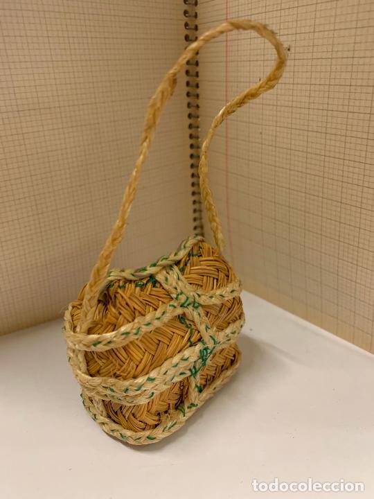 Juguetes antiguos y Juegos de colección: Extraordinario antiguo bolso de esparto, pieza de museo. Ideal para muñeca o exponer. leer mas - Foto 2 - 268586309