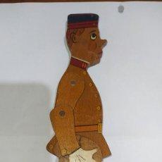 Juguetes antiguos y Juegos de colección: SOLDADO ALEMÁN ARTICULADO DE MADERA. AÑOS 40. Lote 269391123