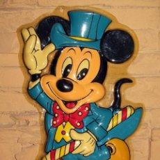 Juguetes antiguos y Juegos de colección: ANTIGUO RELIEVE DE MICKEY MOUSE - PERFECTO ESTADO - PLASTICO - AÑOS 70 - SILUETA TROQUELADO. Lote 276926178