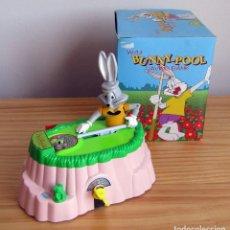 Brinquedos antigos e Jogos de coleção: HUCHA COMEMONEDAS - BUNNY POOL - NUEVA Y EN SU CAJA ORIGINAL - FUNCIONANDO - BUGS BUNNY. Lote 285559438