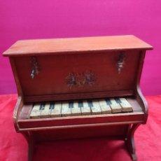 Juguetes antiguos y Juegos de colección: PIANO DE JUGUETE AÑOS 40. Lote 289906153