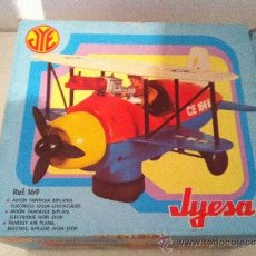 Juguetes antiguos Jyesa: ANTIGUO AVION BIPLANO, DE JYESA. REF. 169. EN CAJA ORIGINAL. Lote 35049472