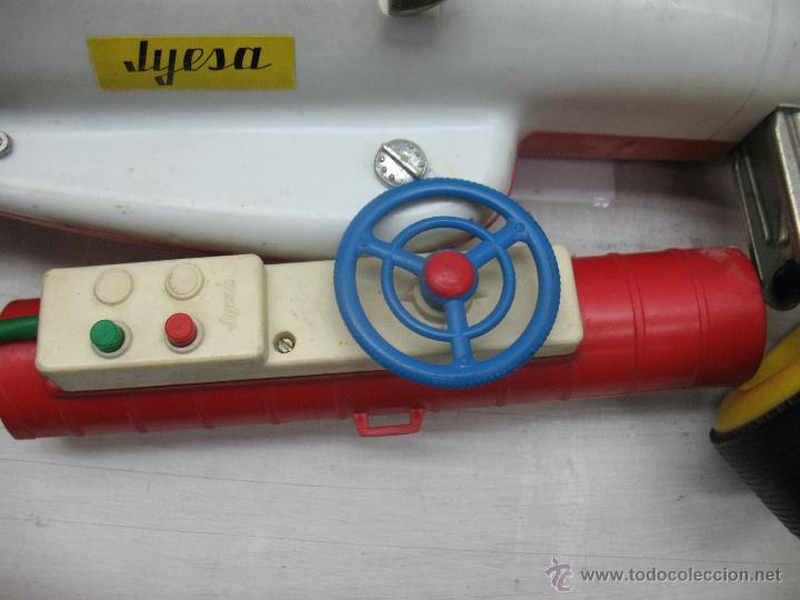 Juguetes antiguos Jyesa: Jyesa - Enorme bólido de carreras con mecanismo a pilas dirigido por cable de los años 60 - Foto 11 - 47894317