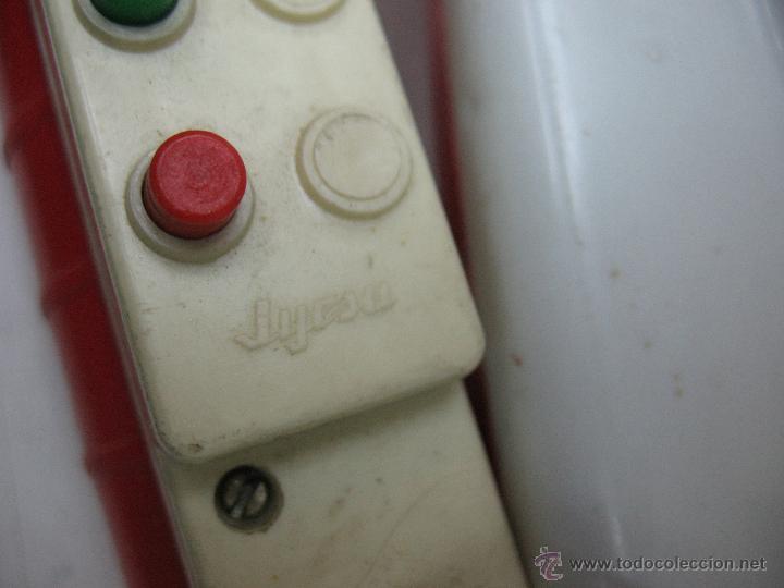 Juguetes antiguos Jyesa: Jyesa - Enorme bólido de carreras con mecanismo a pilas dirigido por cable de los años 60 - Foto 12 - 47894317