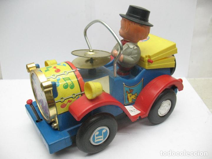 Juguetes antiguos Jyesa: Jyesa Ref: 460 - El auto del tío calambres coche de plástico con mecanismo a pilas - Foto 2 - 71987755