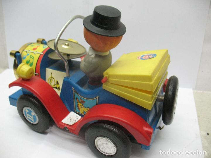 Juguetes antiguos Jyesa: Jyesa Ref: 460 - El auto del tío calambres coche de plástico con mecanismo a pilas - Foto 7 - 71987755