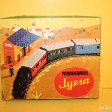 Juguetes antiguos Jyesa: FERROCARRIL A RESORTE REF: 1401- JYESA FABRICADO EN ESPAÑA - AÑOS 70. Lote 98799063