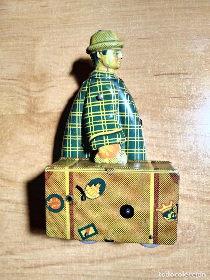 1945. Jyesa. El maletero. Hojalata. Funciona a cuerda. Caja 266 - 120286691