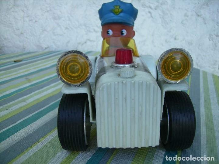 Juguetes antiguos Jyesa: bonito coche a pilas de jyesa años 70 coche de chapa y plastico mide unos 20cms - Foto 2 - 142910770