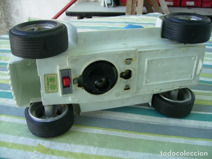 Juguetes antiguos Jyesa: bonito coche a pilas de jyesa años 70 coche de chapa y plastico mide unos 20cms - Foto 4 - 142910770