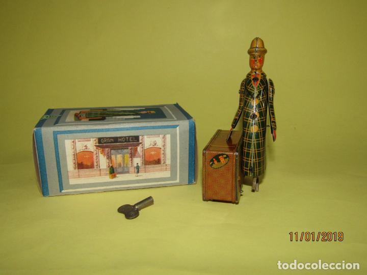 Juguetes antiguos Jyesa: Antiguo Viajante Maletero a Cuerda en Hojalata Litografiada de JYE JYESA . A estrenar Año 1945 - Foto 6 - 146580714