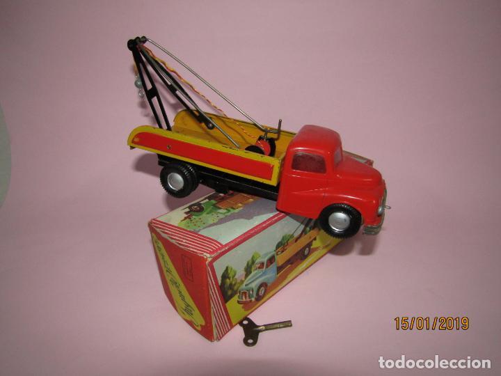 Juguetes antiguos Jyesa: Antiguo Camion AUSTIN Loadstar con Grua a Cuerda Transportes JYE - JYESA - Año 1950s. - Foto 4 - 147085602