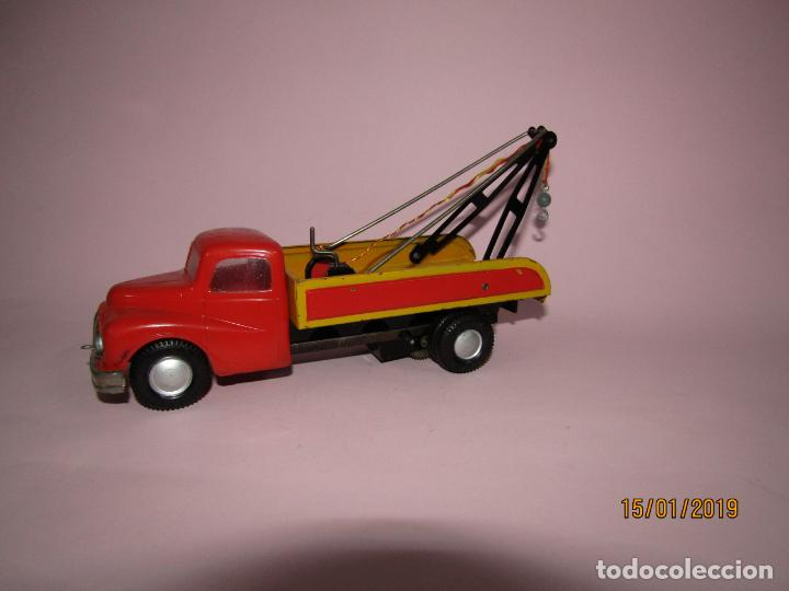 Juguetes antiguos Jyesa: Antiguo Camion AUSTIN Loadstar con Grua a Cuerda Transportes JYE - JYESA - Año 1950s. - Foto 7 - 147085602