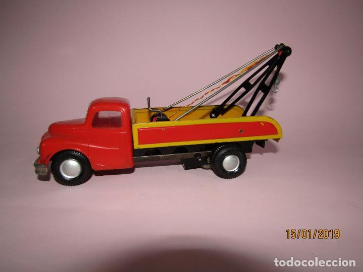 Juguetes antiguos Jyesa: Antiguo Camion AUSTIN Loadstar con Grua a Cuerda Transportes JYE - JYESA - Año 1950s. - Foto 12 - 147085602